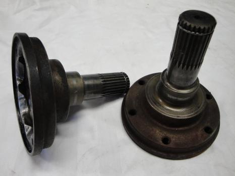 Spec output shaft from reardiff to Ford cossi driveshaft.